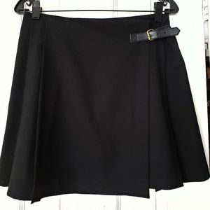 Uniqlo black wool pleated miniskirt with a buckle